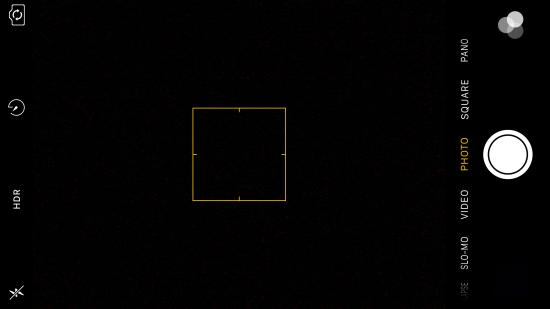 Chụp ảnh bằng camera trước nhưng chỉ có một màu tối đen