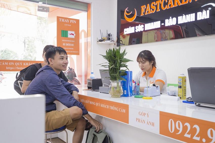 Khách hàng luôn được hỗ trợ chu đáo khi đến FASTCARE