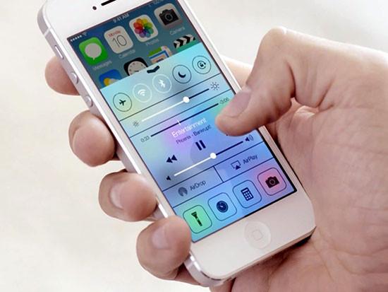 Loa ngoài iPhone 5s bị hư khiến bạn không thể nghe nhạc thoải mái trên máy