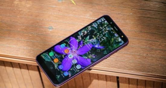 Màn hình Samsung J6 bị sọc