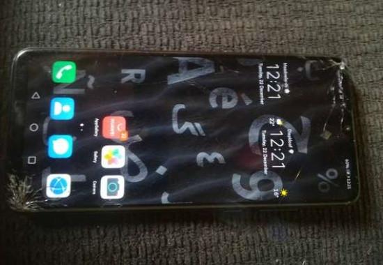 Mặt kính Huawei Y6p bị bể