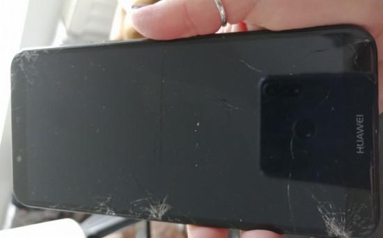 Mặt kính Huawei Y7 bị bể