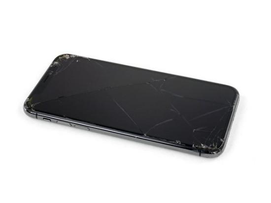 Mặt kính iPhone 12 Pro bị bể nứt xấu xí