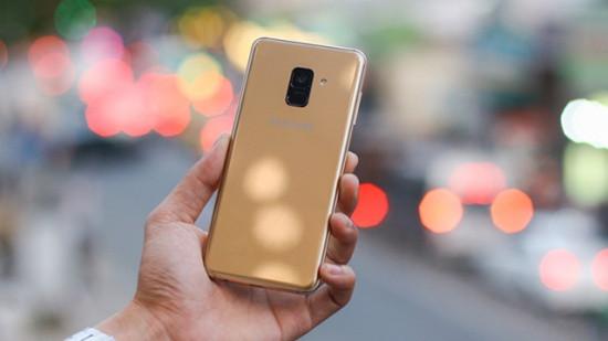 Mặt kính sau Samsung A8 Plus