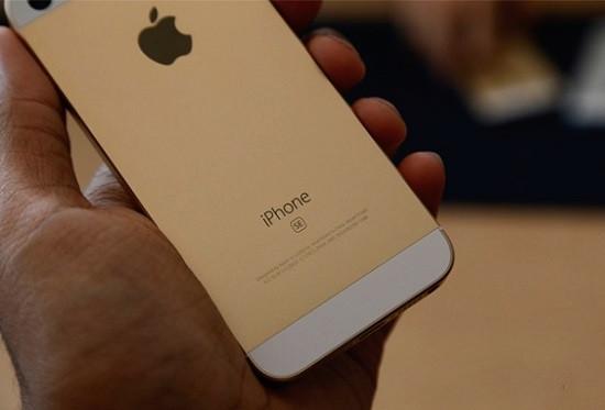 Pin iPhone SE thường bị chai sau thoài gian dài