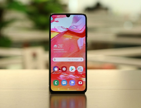 Samsung A70 sở hữu thiết kế đẹp và màn hình lớn