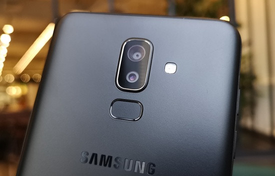 Thay camera sau Samsung J8