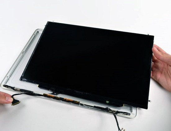 Thay màn hình MacBook chính hãng giá rẻ