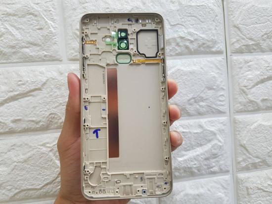 Thay vỏ Samsung J8