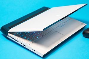gap-man-hinh-laptop-ma-khong-tat-may-co-sao-khong