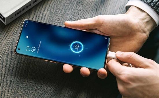Nhớ cung cấp đủ năng lượng cho pin điện thoại Oppo khi bật đền flash bạn nhé!