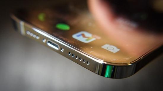 Loa ngoài iPhone 12 Pro Max có thể bị hư hỏng trong thời gian sử dụng