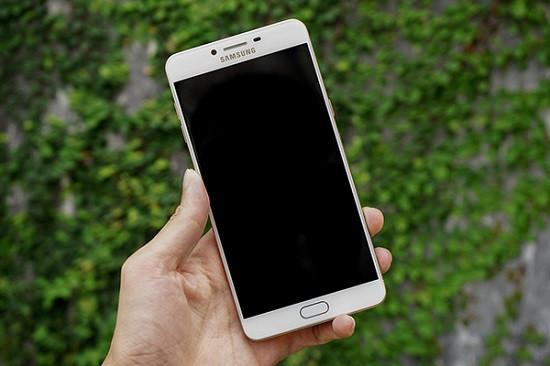 Màn hình Samsung C9 Pro bị tối đen