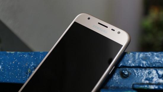 Màn hình Samsung J3 Pro bị tối đen