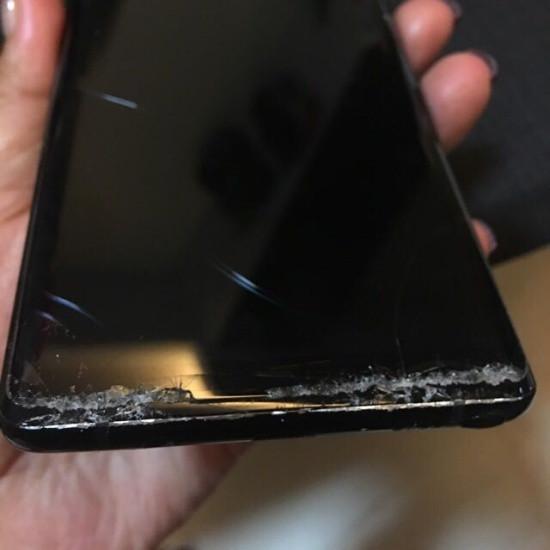 Mặt kính Samsung Note 8 bị vỡ