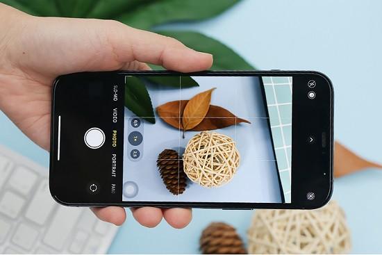 Phần mềm chụp ảnh có thời gian trên iPhone