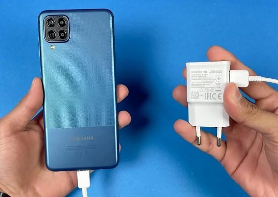 Tình trạng Samsung A12 bị chai pin