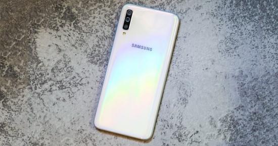 Samsung A70 sở hữu thiết kế thời trang và trẻ trung