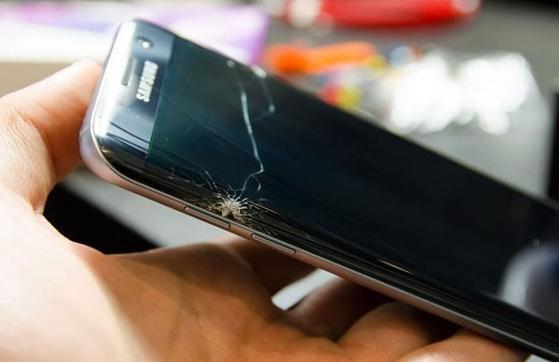 Samsung S7 Edge bị vỡ mặt kính