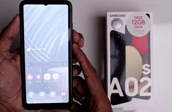 Màn hình Samsung A02s bị mờ đọc không rõ nội dung