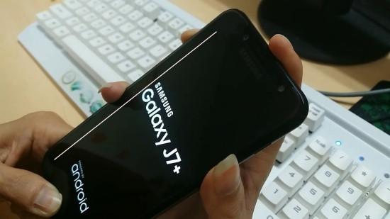 Thay màn hình Samsung J7 Plus khi bị sọc