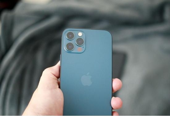 Thay mặt kính sau iPhone 12 Pro uy tín