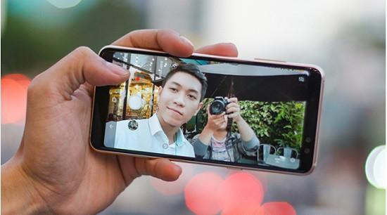 Thay camera trước Samsung A8 2018 chất lượng cao