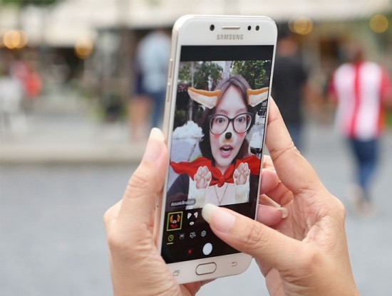 Camera trước Samsung J7 Plus