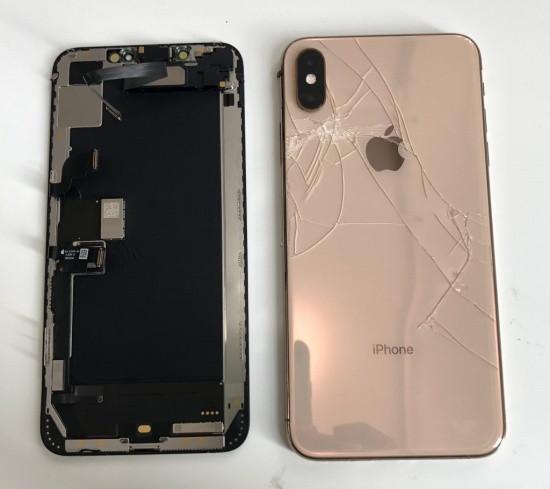 Nắp lưng iPhone Xs Max bị bể và cần được thay mới
