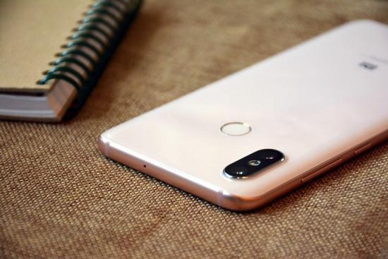 Camera sau Xiaomi Mi 8