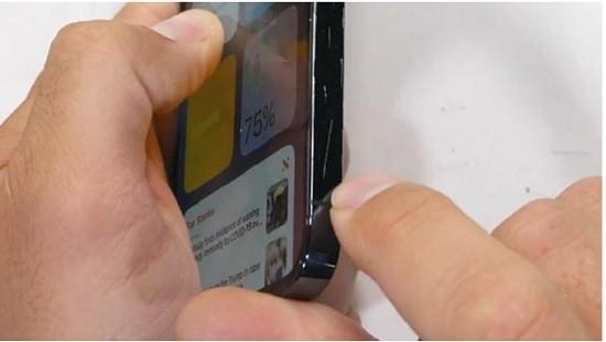 Viền iPhone 12 Pro Max có dễ trầy không