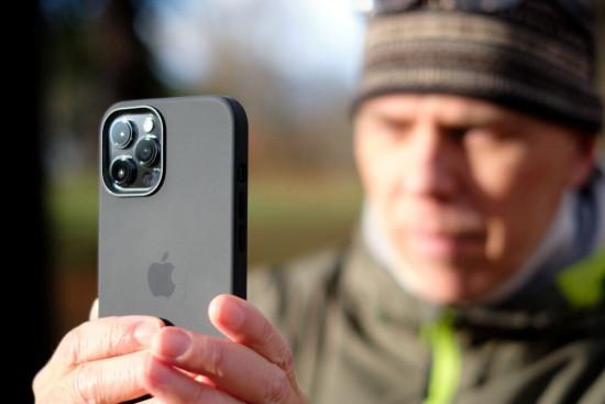 iPhone 12 Pro Max chụp gần bị mờ