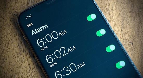 Nguyên nhân báo thức iPhone tự tắt
