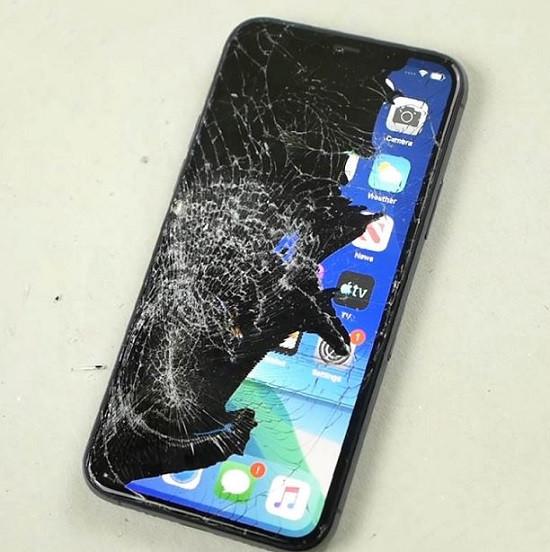 Nguyên nhân iPhone 11 bị chảy mực màn hình