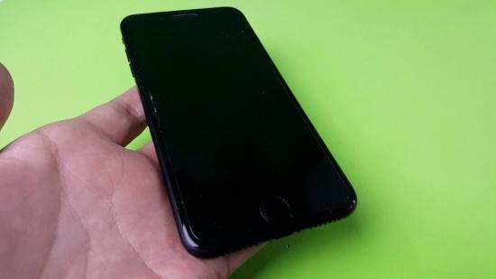 Màn hình điện thoại iPhone bị tối đen không lên