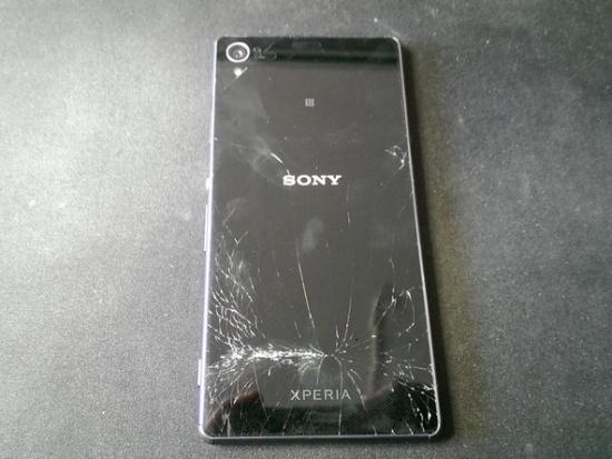 Sony Z3 bị bể mặt kính bên ngoài