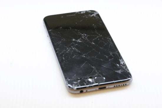 Mặt kính iPhone 6 bị nứt nghiêm trọng