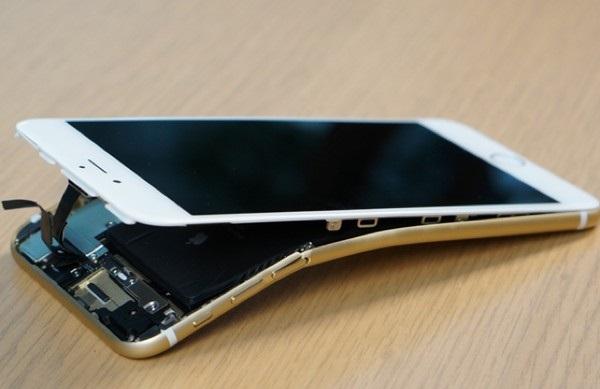 Những nguyên nhân dẫn đến cong màn hình iPhone 6/6 Plus
