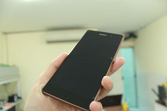 Màn hình Sony Z3 bị tối và còn bể kính nữa