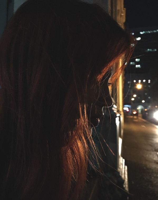 Chụp ảnh dưới ánh sáng đèn đường