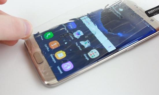 S7 Edge ngâm nước có thể dẫn đến hư hỏng màn hình