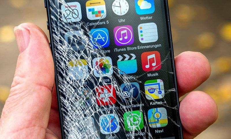 Điện thoại iPhone bị nứt màn hình