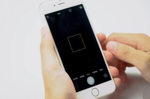 Camera trước iPhone 6 Plus bị tối đen