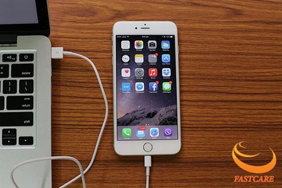 khac-phuc-loi-khong-nhan-cable-may-tinh-tren-iphone-6-plus