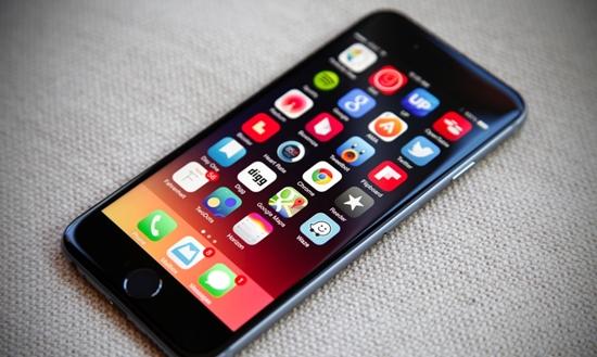 Không được vệ sinh thường xuyên có thể khiến iPhone 6 hư loa ngoài