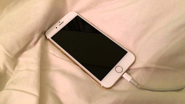 iphone-6-plus-sac-khong-vao-pin