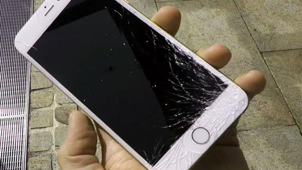 Màn hình iPhone 6S Plus bị đen do va đập