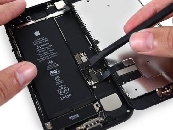 pin iPhone 7 bi chai