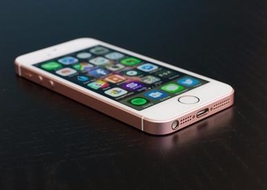 thay-chan-sac-iPhone-SE-2-1