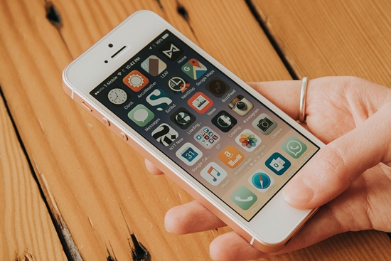 Thay pin iPhone SE